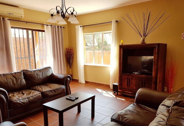 Klein Windhoek Self-Catering Apartments, Windhoek, Departamento, 2 habitaciones, vista al jardín (5), Sala de estar