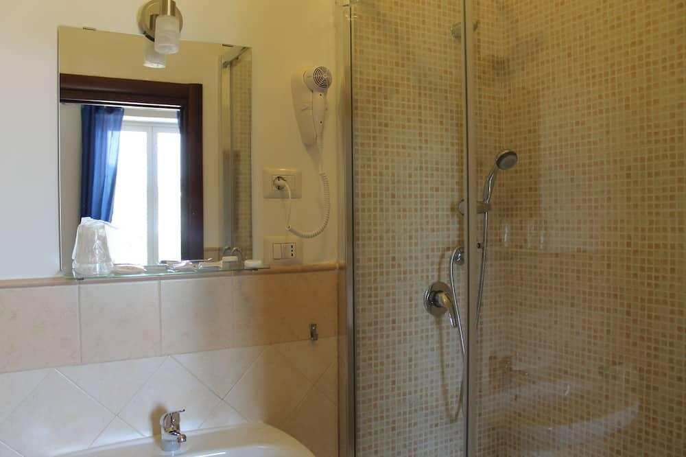 Standard - kahden hengen huone, Makuuhuoneen yhteydessä oleva kylpyhuone, Kaupunkinäköala - Kylpyhuone