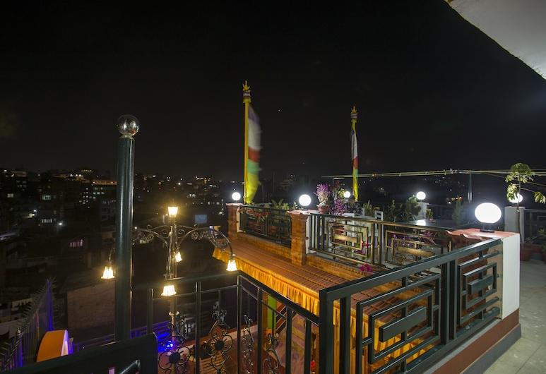 بلو ماونتن هوم ستاي, كاتماندو, واجهة الفندق - مساءً /ليلا