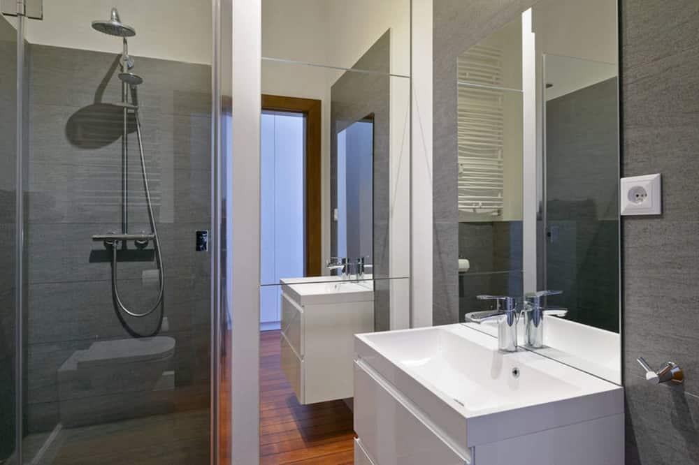 Classic Apartment - Bathroom Shower