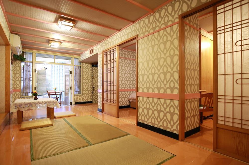 頂級四人房 (半露天泡湯溫泉池) - 客廳