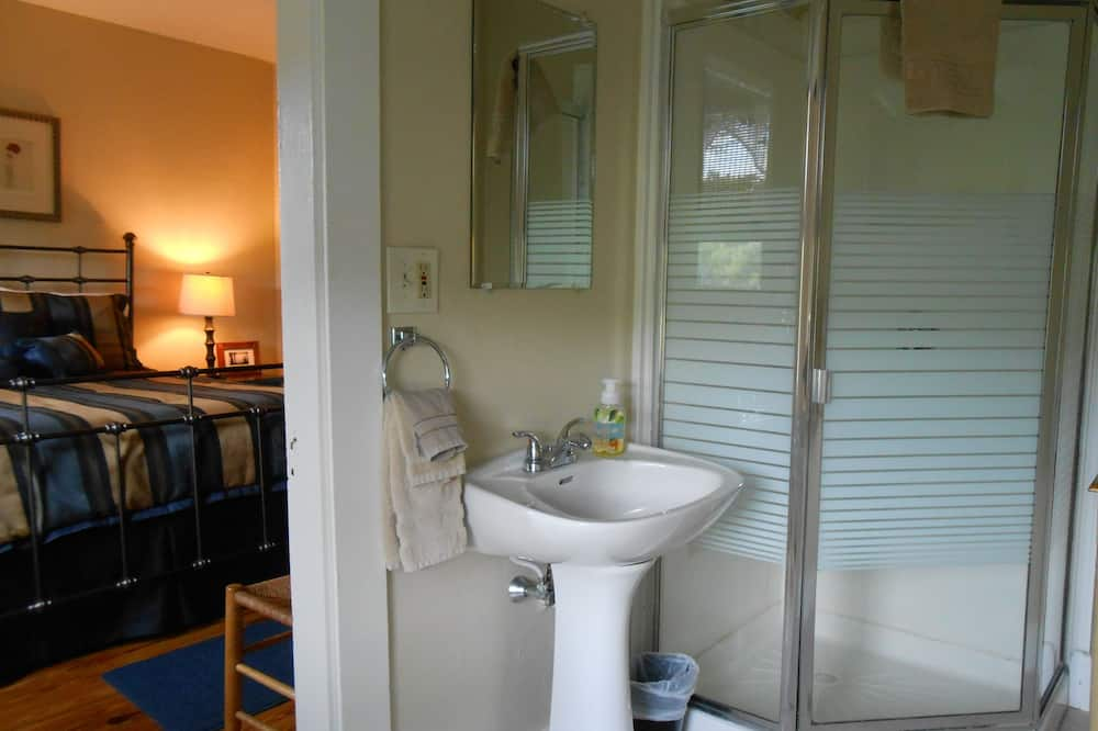 Comfort-huone, 1 keskisuuri parisänky - Kylpyhuone