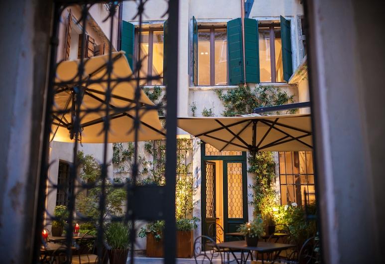 Liassidi Wellness Suites, Venedig, Garten
