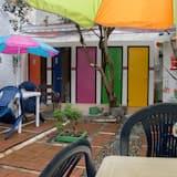 Ekonomiskās klases koplietojuma guļamzāle, abu dzimumu guļamzāle, koplietojuma vannasistaba - Vannasistaba