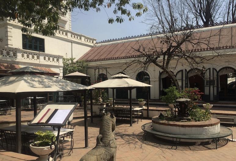 寶萊 3 房飯店, 加德滿都, 庭院