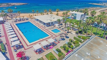 Φωτογραφία του Dome Beach Hotel and Resort, Αγία Νάπα