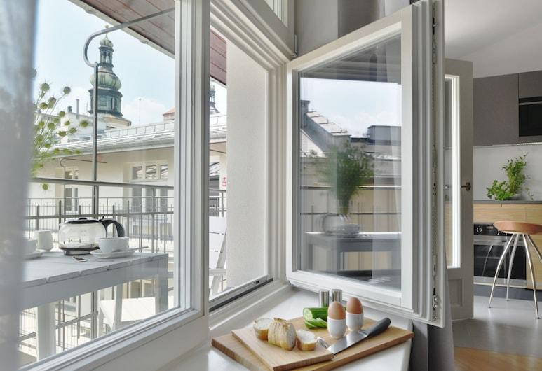 Stradonia Serviced Apartments, Kraków, Studio, balkon, Pokój