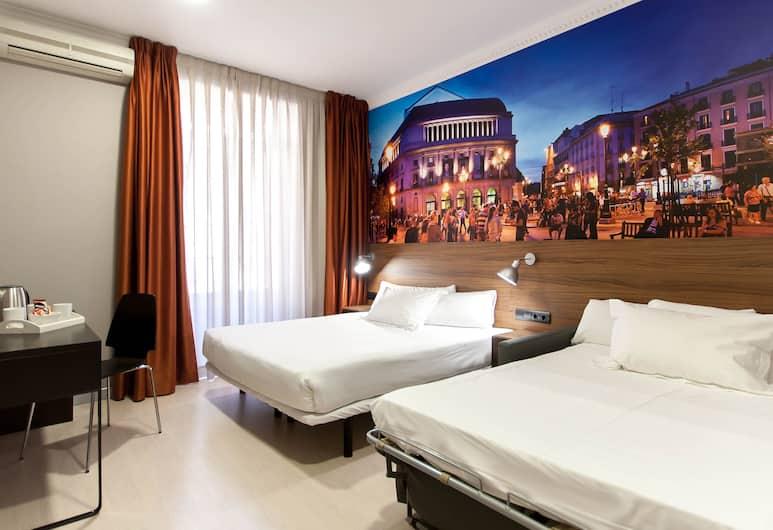 The Citadel by Pillow, Madrid, Dreibettzimmer, Zimmer