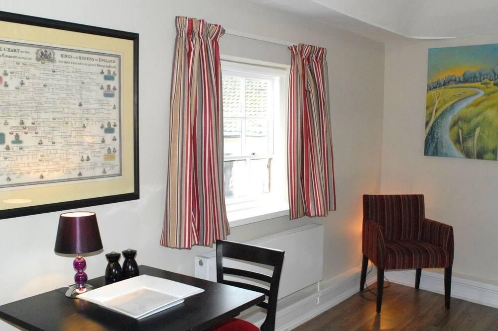 Apartemen Deluks, 1 Tempat Tidur King - Tempat Makan Di Kamar