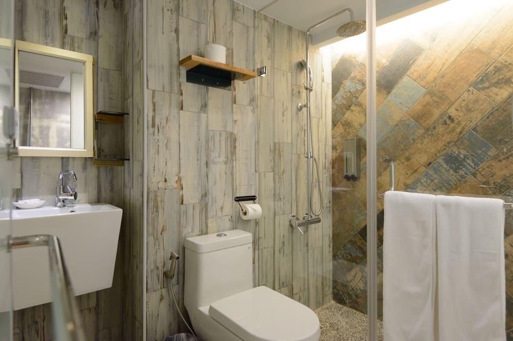 Bunk Bed Room With Private bathroom - Bathroom