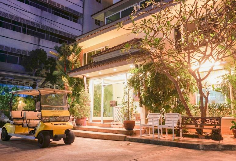 Kanavera House Serviced Apartment, Si Racha, Hotel Front – Evening/Night