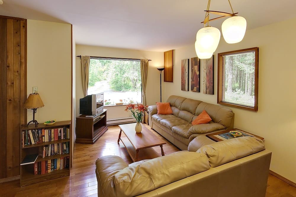Cottage, 2 Bedrooms, Kitchen (with Loft Staircase) - Living Room