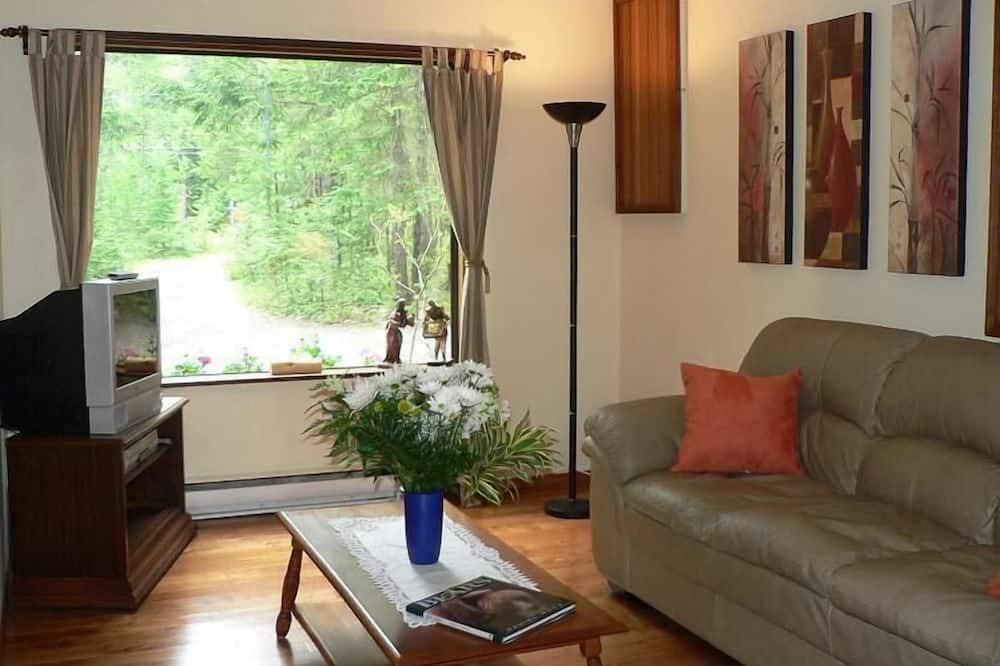 Cottage, 2 Bedrooms, Kitchen (with Loft Staircase) - Living Area
