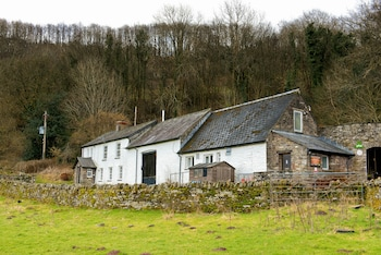 Picture of YHA Brecon Beacons Danywenallt - Hostel in Brecon