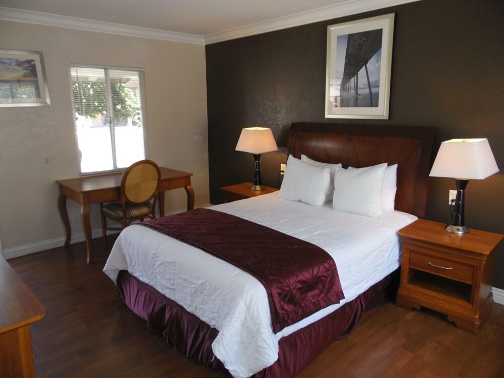Hi-Way Host Motel, Pasadena