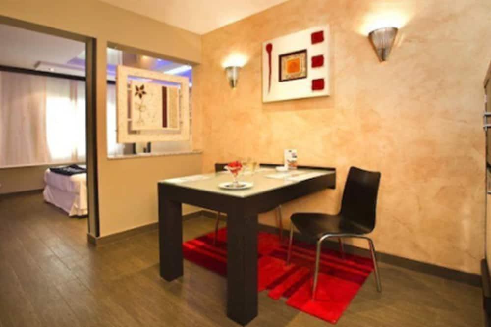 Suite (Vals) - Tempat Makan dalam Bilik