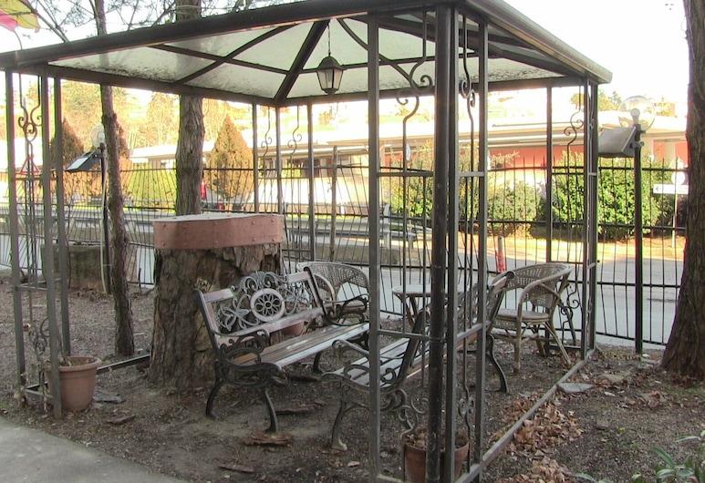 Hotel Due Pini, Melfi, Terrace/Patio