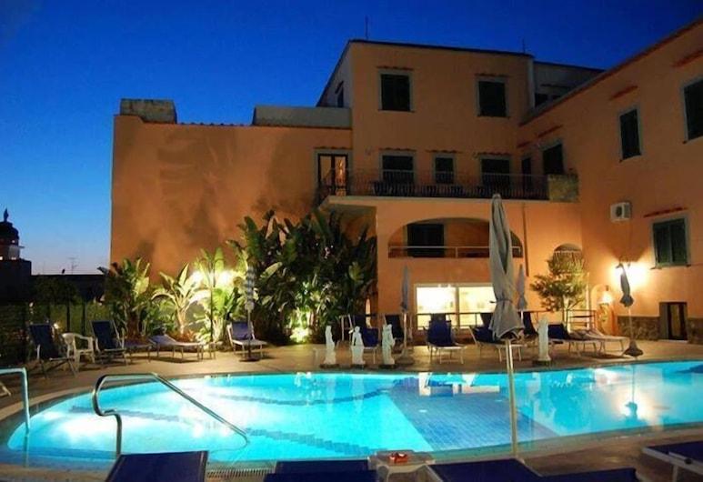 โรงแรมแตร์เม โรซาลีโอ, Casamicciola Terme, บริเวณภายนอก