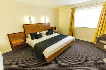 Enter your dates to get the Cullompton hotel deal