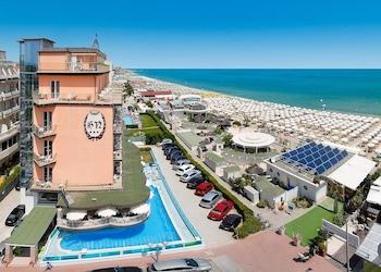 Enter your dates to get the Cervia hotel deal