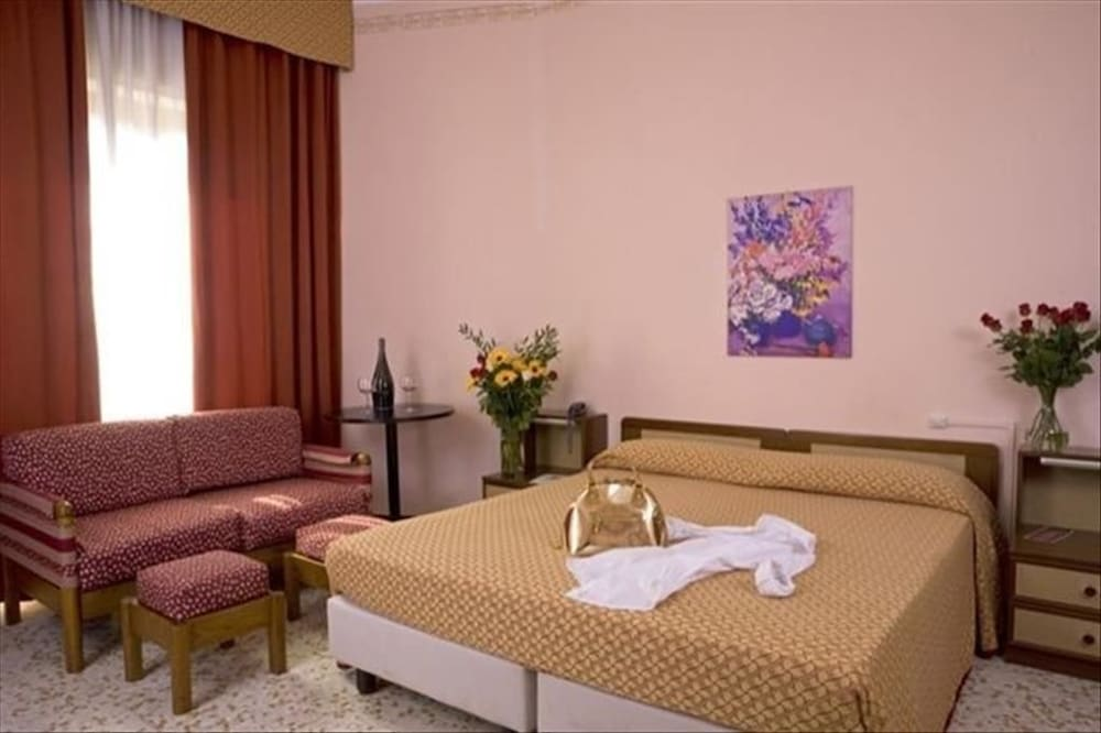 Book Hotel Silvano in Diano Marina | Hotels.com
