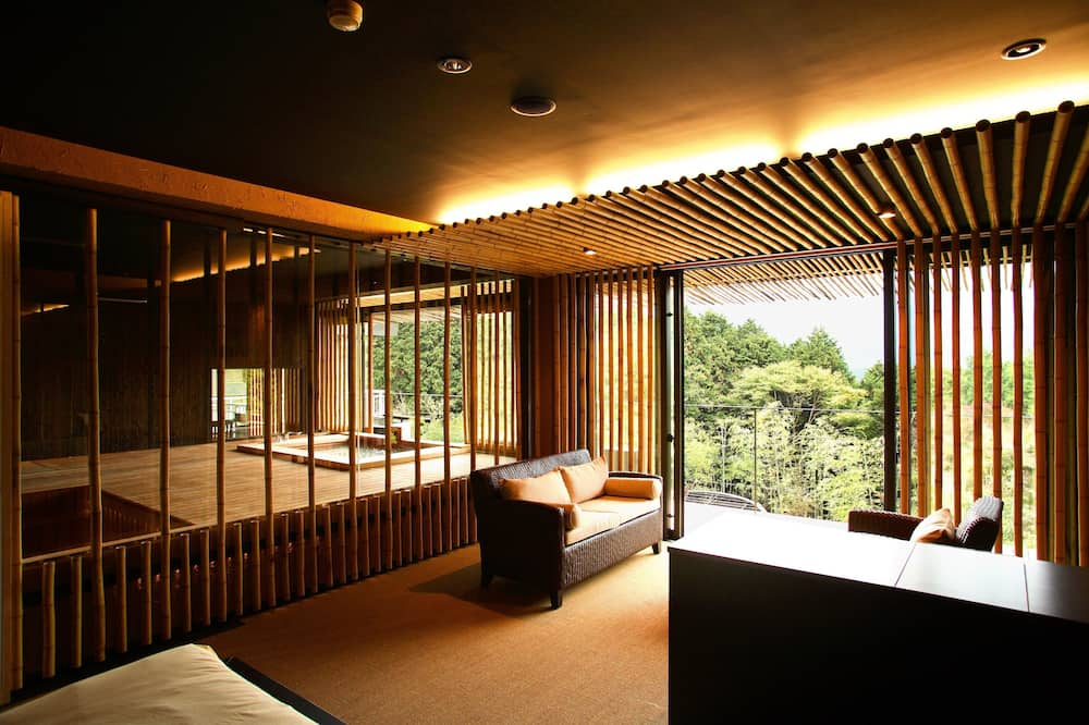 Luxury Room, 1 King Bed - Living Area