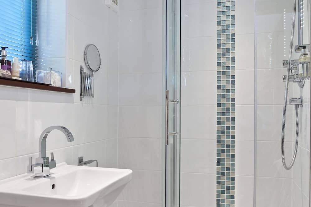 חדר דה-לוקס זוגי, שירותים צמודים (Grey Room) - חדר רחצה