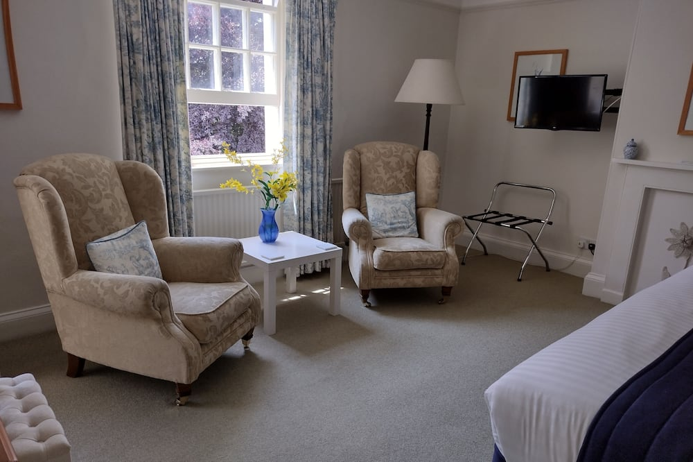 Deluxe Double or Twin Room, 1 King Bed, Valley View - Living Area