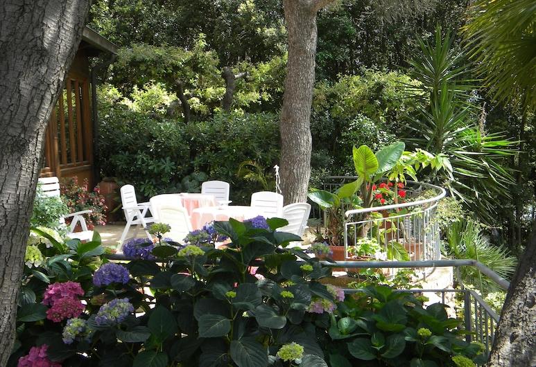 أوتل لا روزا ديل تيرينو, Livorno, حديقة