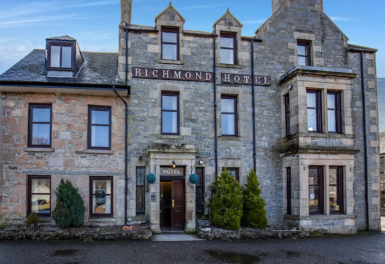 OYO Richmond Arms, Ballindalloch, Fassaad