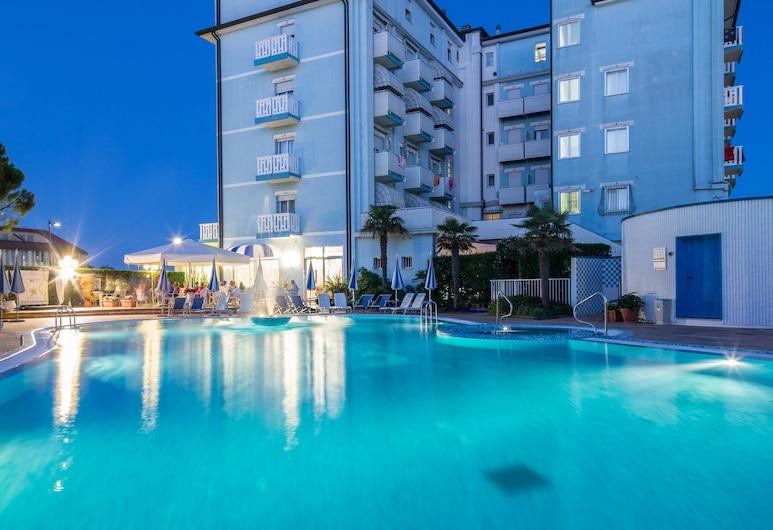 Hotel Principe, קארולה, בריכה
