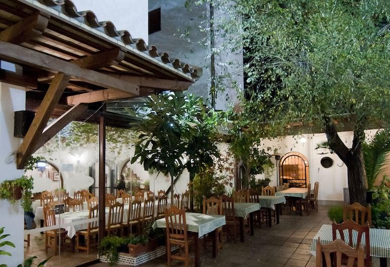 白色和綠色餐廳飯店, 科尼爾德拉佛隆特拉, 家庭用餐