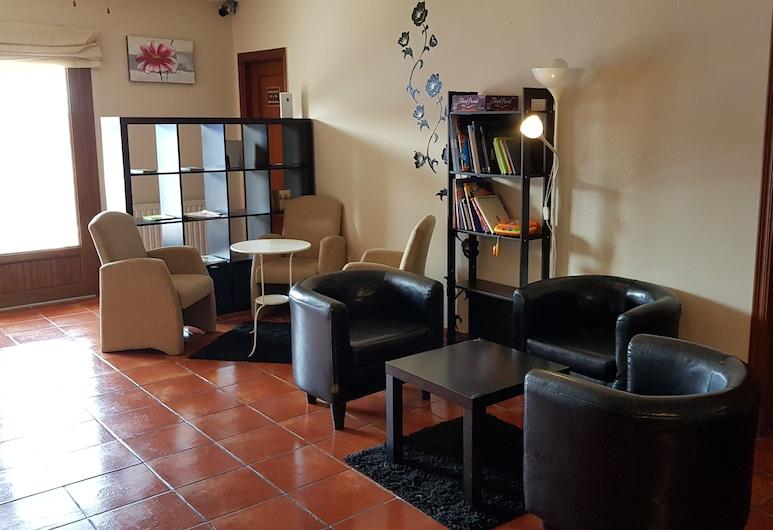 La Quinta, Llanes, Salon u predvorju