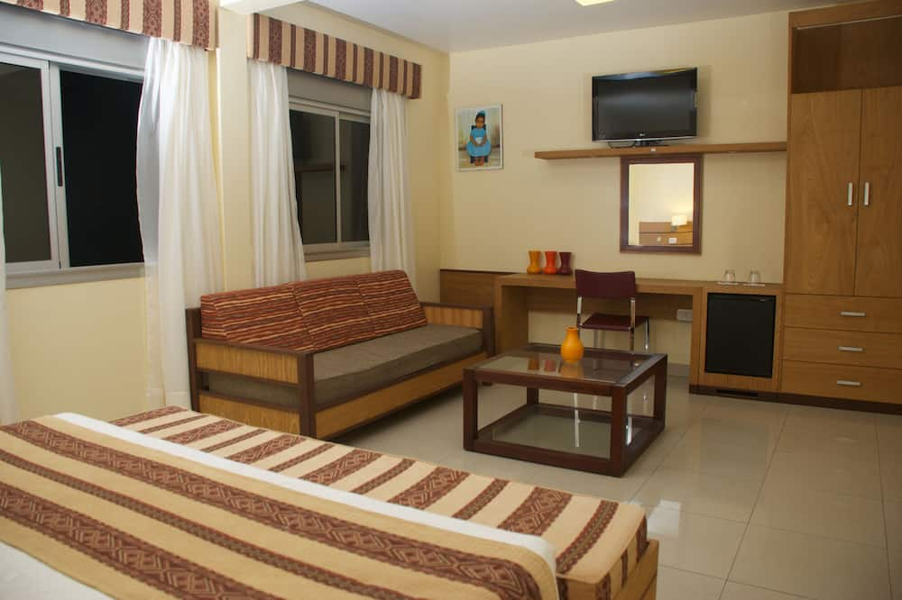 Family Suite, 1 Queen Bed with Sofa bed, Non Smoking - Living Area