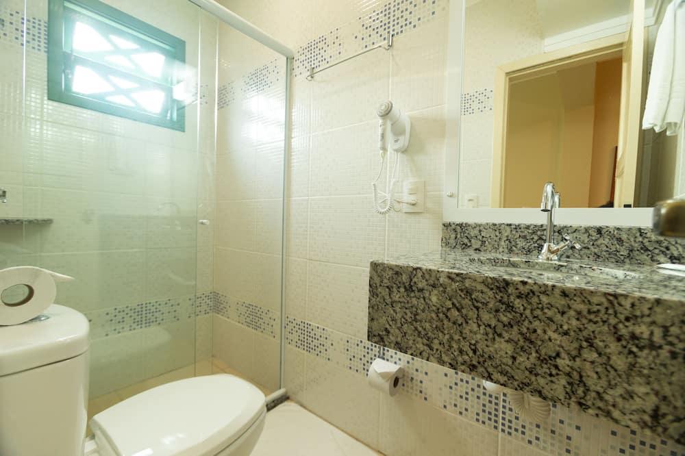 Executive Quadruple Room - Bathroom