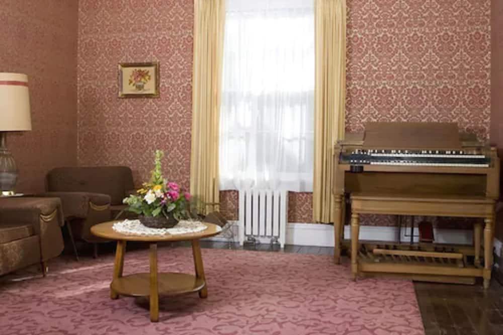 บ้านพักทราดิชันนัล, 3 ห้องนอน, ห้องครัว, ติดสวน - พื้นที่นั่งเล่น