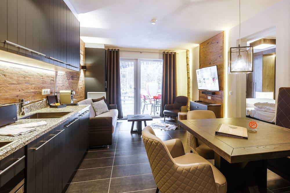 Suite, 1 habitación, balcón, vista a la montaña - Servicio de comidas en la habitación