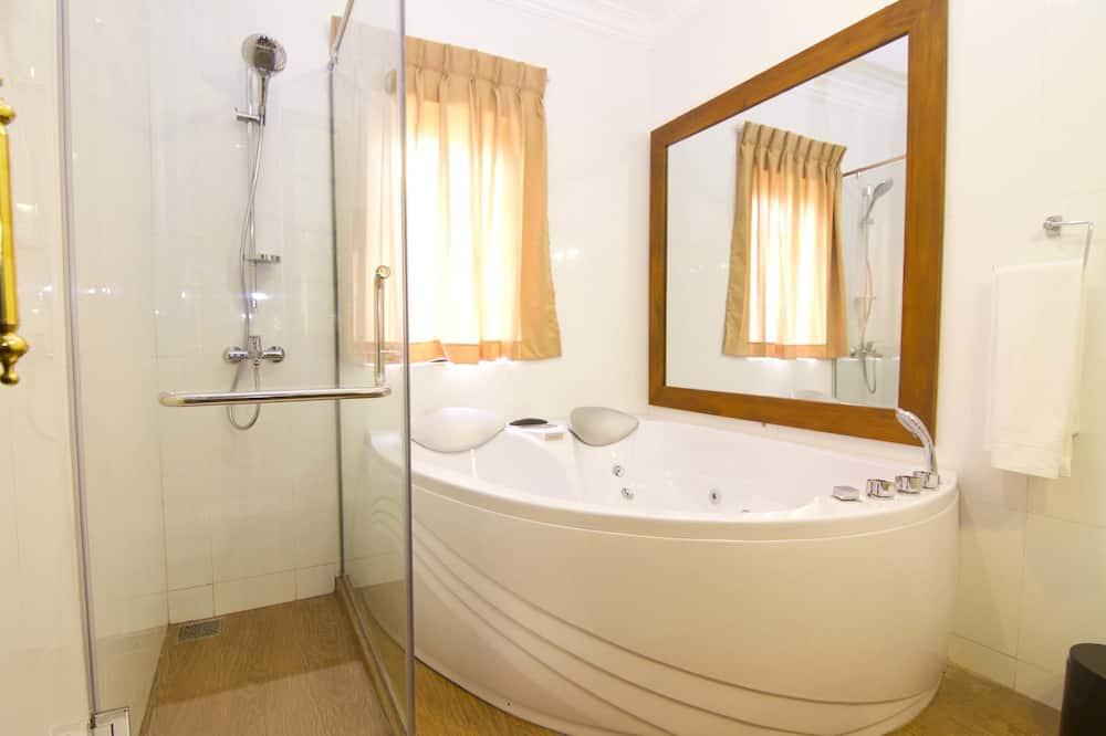 Royal - kahden hengen huone, Kylpytynnyri - Kylpyhuone