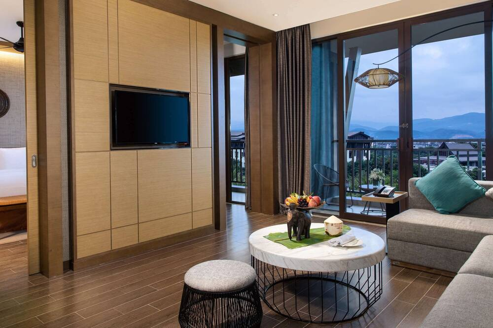 Deluxe Suite, 1 King Bed, Balcony, View - Guest Room