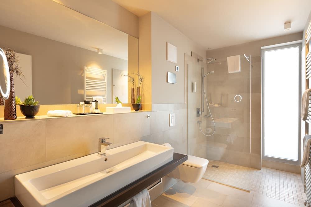 Junior Suite, Non Smoking - Bathroom