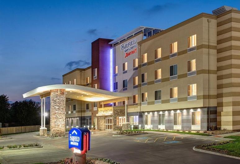 Fairfield Inn & Suites by Marriott Jackson Clinton, Clinton, Fachada del hotel de noche