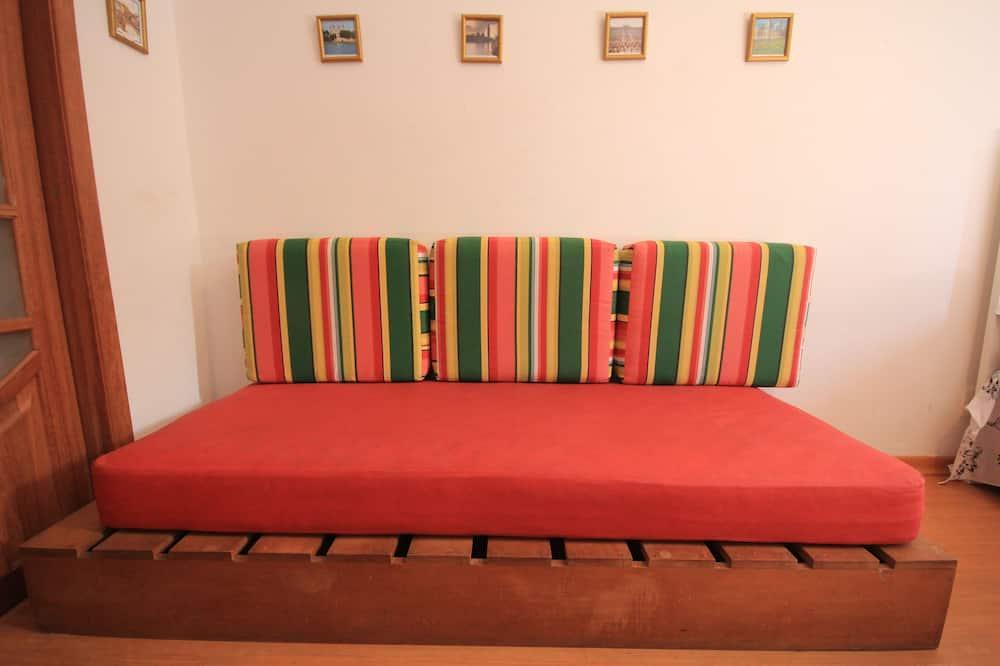 Standard Studio, 1 Bedroom, Kitchenette, Beachside - Living Area