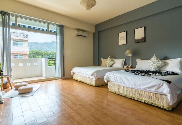 台東藍洋洋民宿, 台東市, 豪華四人房, 2 張標準雙人床, 陽台, 客房
