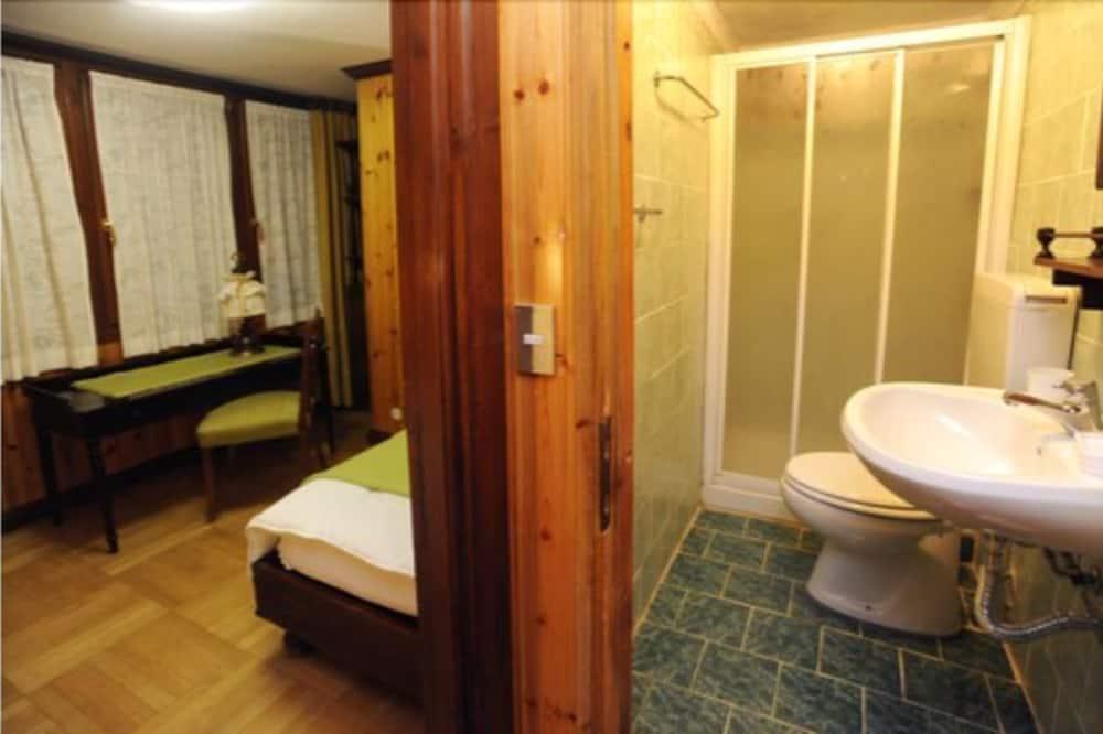 Twin Room, Mountain View (twin) - Bathroom