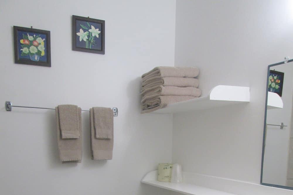 Double Room, 2 Double Beds - Bathroom