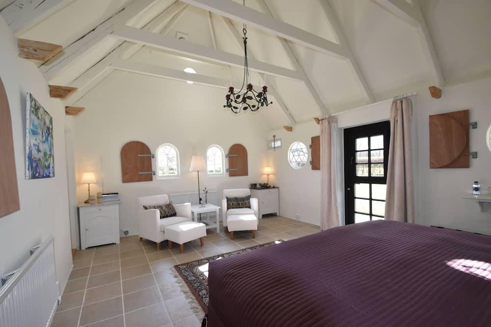Novomanželská rekreačná chata, 1 extra veľké dvojlôžko, bezbariérová izba, vírivka - Hosťovská izba