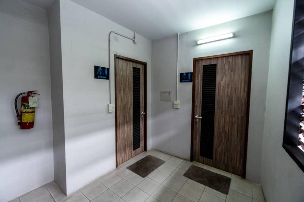 Standard Twin-Fan with Shared Bathroom - Kylpyhuone
