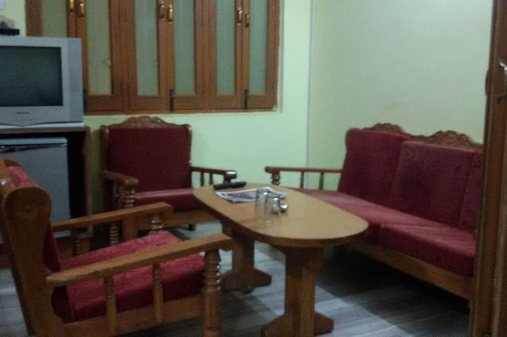 Standard Double or Twin Room, 1 Bedroom, City View - In-Room Dining