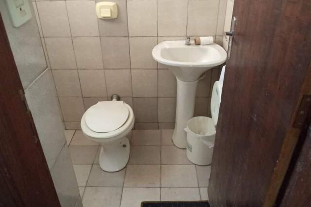 Basic Room, Private Bathroom - Bilik mandi