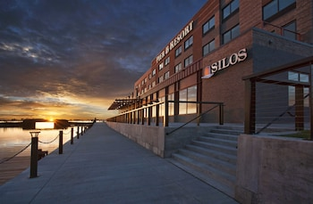 Picture of Pier B Resort in Duluth